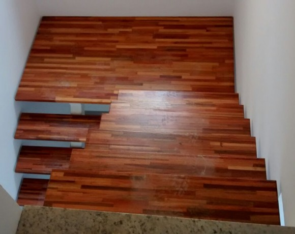 Degrau de Escada de Madeira